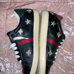 8.5-9 Gucci bee sneakers great condition